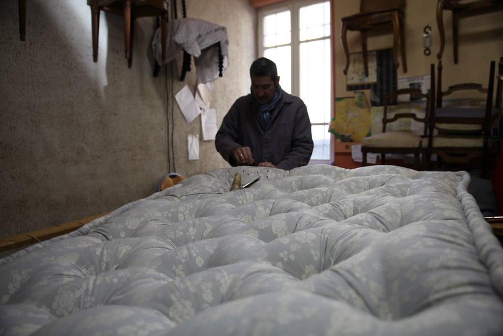 fabrice rihouey tapissier d 39 ameublement. Black Bedroom Furniture Sets. Home Design Ideas