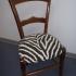 chaise rempaillée relooké avec tissu zèbre